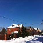 Не от климата зависит колличество снега на крыше. И не от угла наклона крыши.