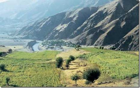 Богарные земли в долине реки Сурхоб. Таджикистан